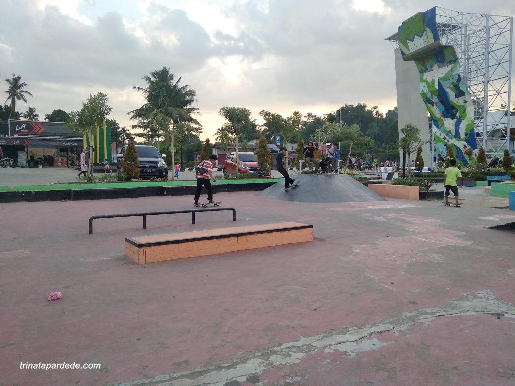 Area skate board dan panjat tebing danau sipin jambi